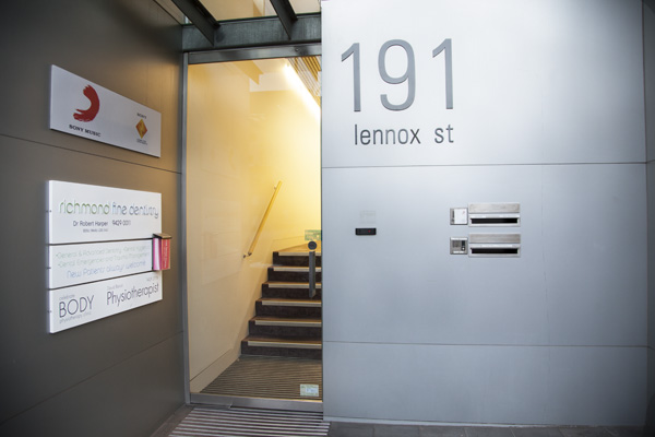 lennox-street-entrance-coner-bridge-road-richmond-fine-dentistry-melbourne