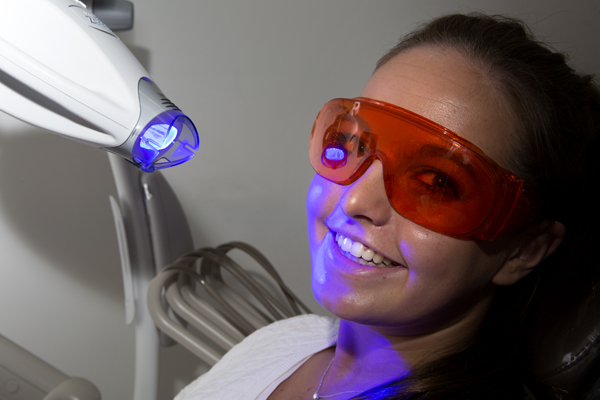 cosmetic dentist offering in-chair teeth whitening in Richmond, Melbourne